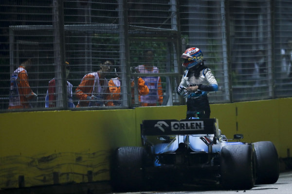 George Russell, Williams Racing FW42 crashes out of the race
