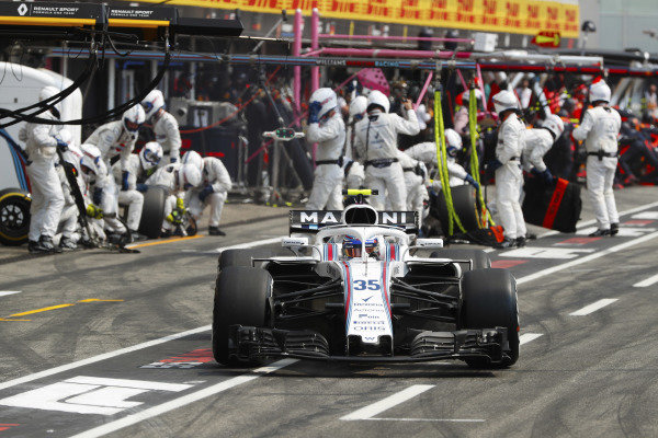 Sergey Sirotkin, Williams FW41 Mercedes, makes a pit stop.