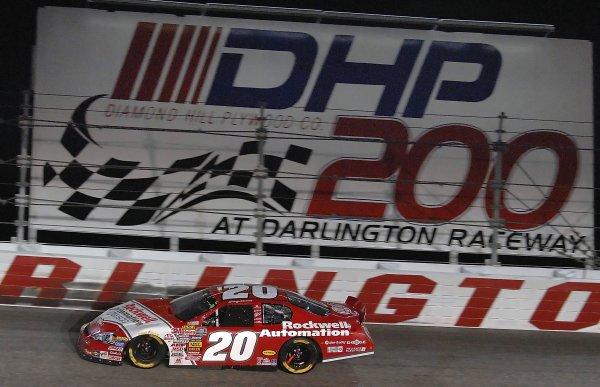 12-13 May, 2006, Darlington Raceway,USA Hamlin wins the Busch Series Diamond Hill Plywood 200Copyright©LAT South, LAT Photographic