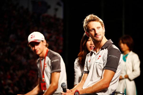 Suzuka Circuit, Japan. Saturday 08 October 2016.Romain Grosjean, Haas F1, and Esteban Gutierrez, Haas F1, attend a fan event. World Copyright: Andy Hone/LAT Photographic ref: Digital Image _ONY5370
