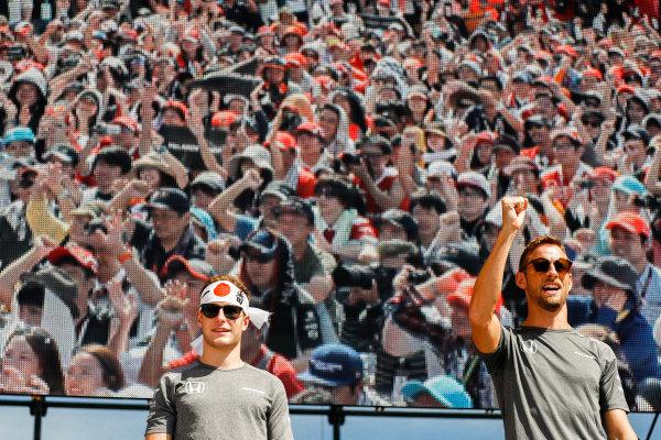 Suzuka Circuit, Japan. Sunday 08 October 2017. Stoffel Vandoorne, McLaren, and Jenson Button, McLaren.  World Copyright: Glenn Dunbar/LAT Images  ref: Digital Image _X4I7607