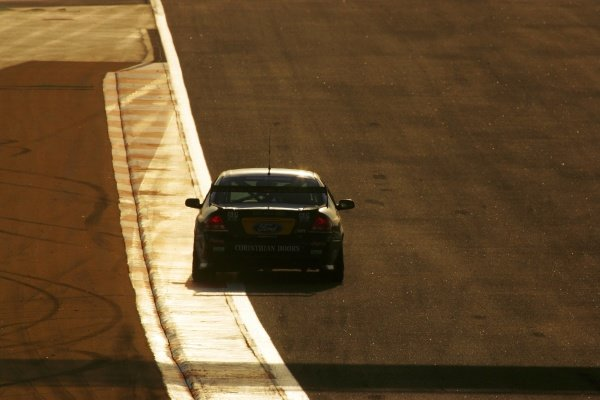 James Courtney (AUS) Jeld-Wen Ford finished 2nd outright for the round and second in race 3 after leading early. Australian V8 Supercars, Rd12, Desert 400, Bahrain International Circuit, Sakhir, Bahrain, 3 November 2007.