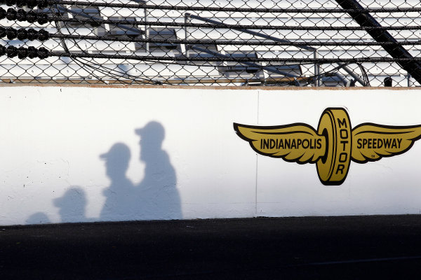 Verizon IndyCar Series Indianapolis 500 Qualifying Indianapolis Motor Speedway, Indianapolis, IN USA Monday 22 May 2017 Shadows of crew members on the front straight wall World Copyright: Phillip Abbott LAT Images ref: Digital Image abbott_indyQ_0517_21670