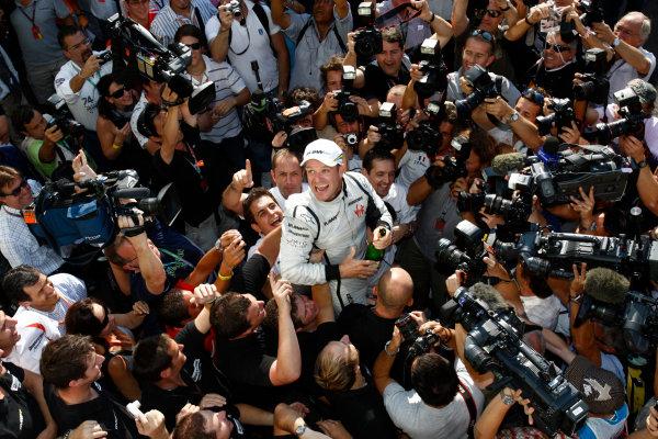 Autodromo Nazionale di Monza, Monza, Italy. 13th September 2009. Rubens Barrichello, Brawn GP BGP001 Mercedes, 1st position, celebrates with the Brawn GP team. Portrait.  World Copyright: Andrew Ferraro/LAT Photographic ref: Digital Image _H0Y4827