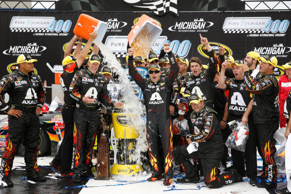 15-17 August, 2014, Brooklyn, Michigan USA Winner Jeff Gordon in Victory Lane with team and ALS ice bucket challenge ©2014, Michael L. Levitt LAT Photo USA