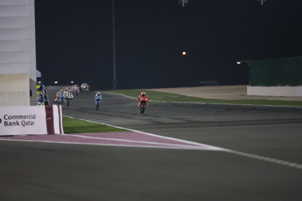 Qatar, Losail International Circuit.10th - 13th April 2009.Casey Stoner Marlboro Ducati Team leads the pack out of the Qatar night at the end of the opening lap.World Copyright: Martin Heath/LAT Photographicref: Digital Image BPI_Moto 7o7g