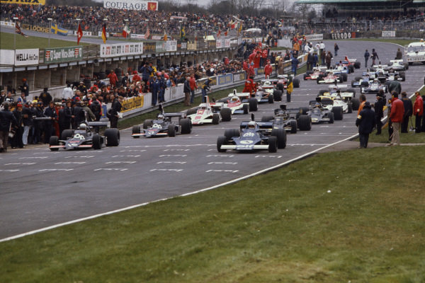 1975 Race Of Champions. Brands Hatch, England. 16th March 1975. Tom Pryce (Shadow DN5-Cosworth), 1st position, leads at the start of the race along side Jody Scheckter (Tyrrell 007-Cosworth), retired, action.  World Copyright: LAT Photographic. Ref:  75ROC01