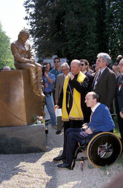 Frank Williams at the Ayrton Senna statue near the Imola circuit.
