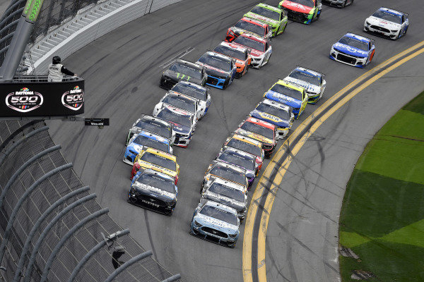 #6: Ryan Newman, Roush Fenway Racing, Ford Mustang Kohler Generators and #4: Kevin Harvick, Stewart-Haas Racing, Ford Mustang Busch Light #TheCrew