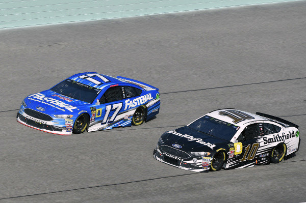 #17: Ricky Stenhouse Jr., Roush Fenway Racing, Ford Fusion Fastenal and #10: Aric Almirola, Stewart-Haas Racing, Ford Fusion Smithfield