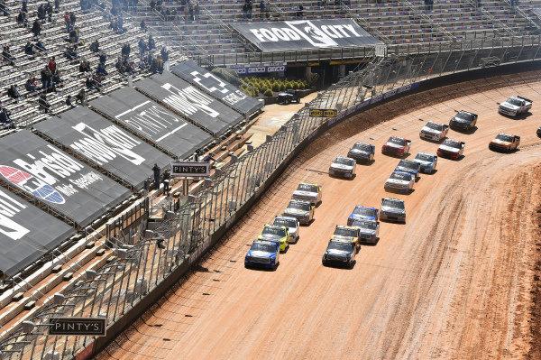 #16: Austin Hill, Hattori Racing Enterprises, Toyota Tundra United Rentals, #4: John Hunter Nemechek, Kyle Busch Motorsports, Toyota Tundra Mobil 1