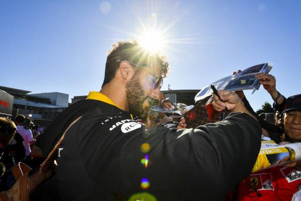 Daniel Ricciardo, Renault F1 Team signs an autograph for a fan
