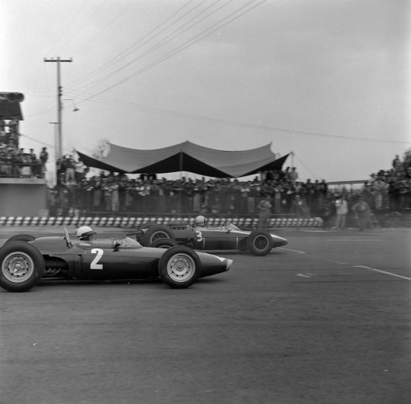 Richie Ginther, BRM P57, alongside Bruce McLaren, Cooper T66 Climax.