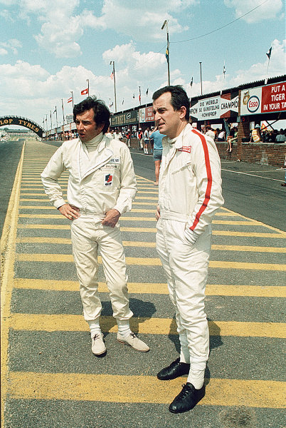 1968 South African Grand Prix.Kyalami, South Africa.30/12/67-1/1/1968.(L-R) Jean-Pierre Beltoise (Matra Sports) and Ludovico Scarfiotti (Cooper Car Co.).Ref-68 SA 17.World Copyright - LAT Photographic