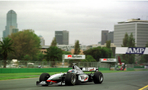 1998 Australian Grand Prix.Albert Park, Melbourne, Australia.6-8 March 1998.Mika Hakkinen (McLaren MP4/13 Mercedes-Benz) 1st position.World Copyright - Etherington/LAT Photographic