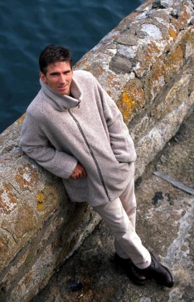Damon Hill (GBR) relaxes at home.