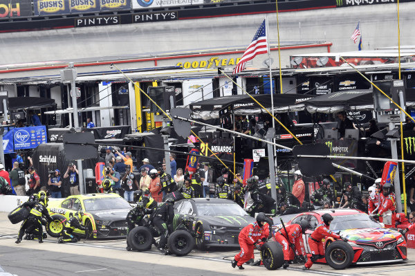 #18: Kyle Busch, Joe Gibbs Racing, Toyota Camry Skittles, #1: Kurt Busch, Chip Ganassi Racing, Chevrolet Camaro Monster Energy, #21: Paul Menard, Wood Brothers Racing, Ford Mustang Menards / Sylvania, makes a pit stop