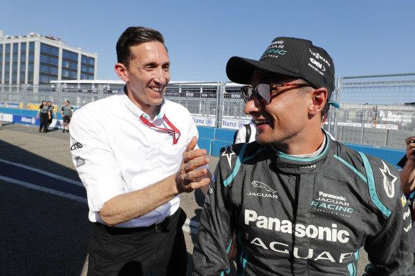 James Barclay, Team Director, Panasonic Jaguar Racing, celebrates with Mitch Evans (NZL), Panasonic Jaguar Racing, Jaguar I-Type 3, after the race