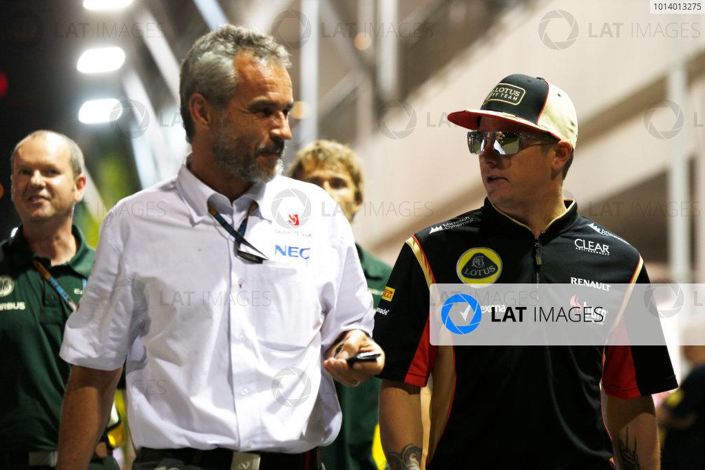 Marina Bay Circuit, Singapore. Friday 20th September 2013. Kimi Raikkonen, Lotus F1 with a member of the Sauber F1 Team. World Copyright: Charles Coates/LAT Photographic. ref: Digital Image _N7T3040