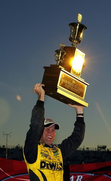 Matt Kenseth (USA), Smirnoff Ice/DeWalt Ford, lifts the Winston Cup Series trophy at Rockingham.NASCAR Winston Cup Series, Rd35, Pop-Secret Microwave Popcorn 400, Rockingham, North Carolina, USA. 9 November 2003.DIGITAL IMAGE