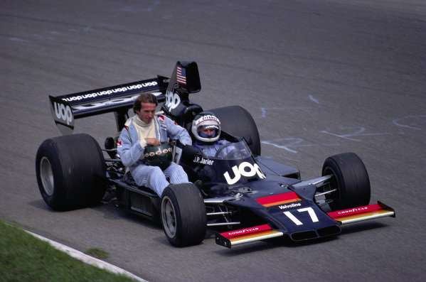Jacques Laffite gets a lift back to the pits from Jean-Pierre Jarier, Shadow DN7 Matra.