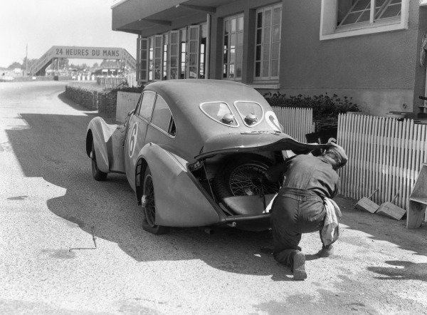 1949 Le Mans 24 Hours.Le Mans, France. 25-26 June 1949.Soltan Hay/Tommy Wisdom (Bentley Corniche), 6th position. Ref-C24763.World Copyright: LAT Photographic