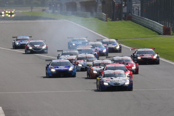 Ryo Hirakawa & Nick Cassidy, KeePer TOM'S GR Toyota Supra GT500 leads at the start of the race