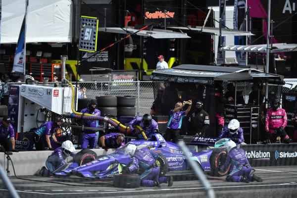 #51: Romain Grosjean, Dale Coyne Racing with RWR Honda, pit stop