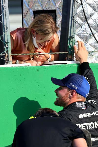 Valtteri Bottas, Mercedes, 1st position, speaks to his girlfriend Tiffany Cromwell