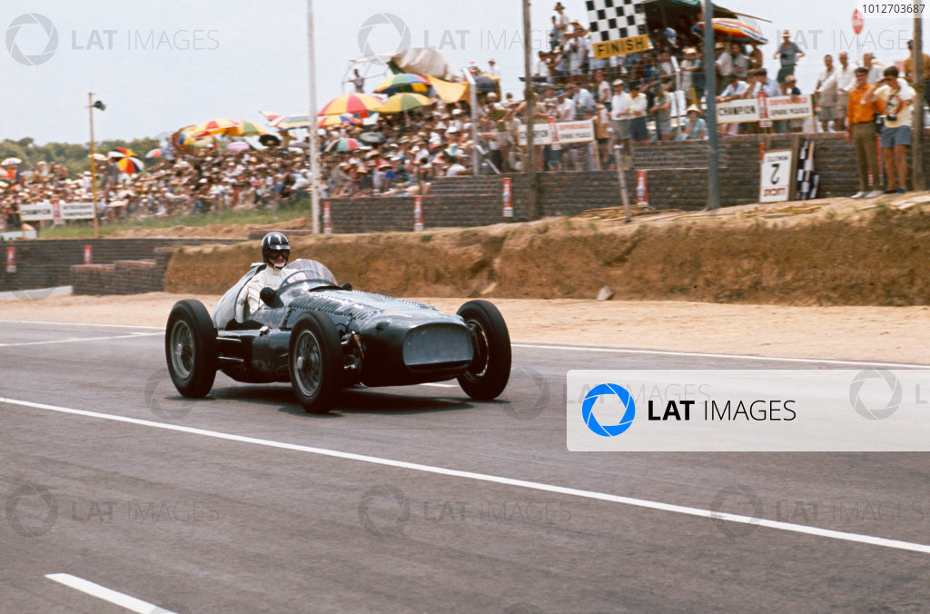 Kyalami, South Africa. 30/12/67-1/1/1968. Graham Hill (Lotus 49B Cosworth) 2nd position, action.Ref-68SA09. World Copyright - LAT Photographic