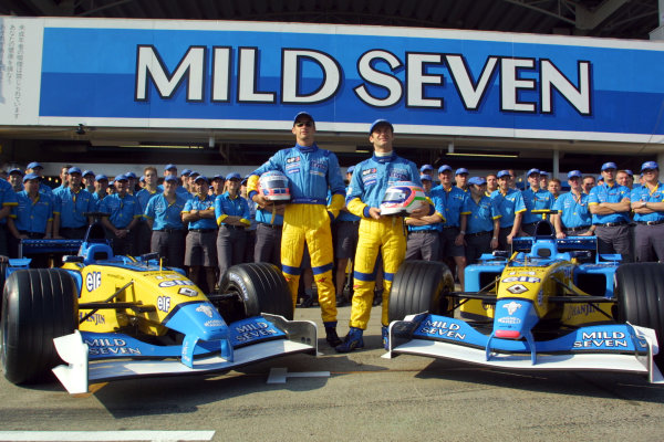 2002 Japanese Grand Prix.Suzuka, Japan. 11-13 October 2002.Jenson Button and Jarno Trulli with the Renault team.World Copyright - LAT Photographicref: Digital File Only