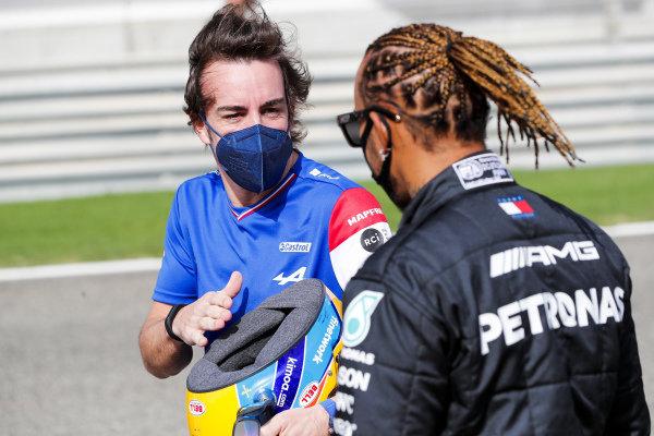 Fernando Alonso, Alpine F1 and Lewis Hamilton, Mercedes