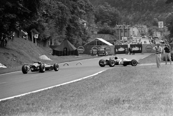 Jochen Rindt, Brabham BT16 Ford, leads Jim Clark, Lotus 35 Ford.