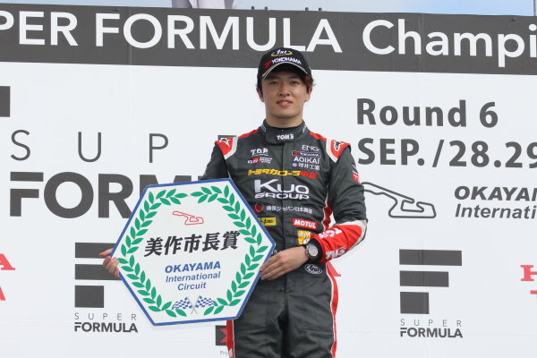 Round 19 winner Ritomo Miyata, Corolla Chukyo Kuo TOM'S, Dallara F317 Toyota, celebrates on the podium