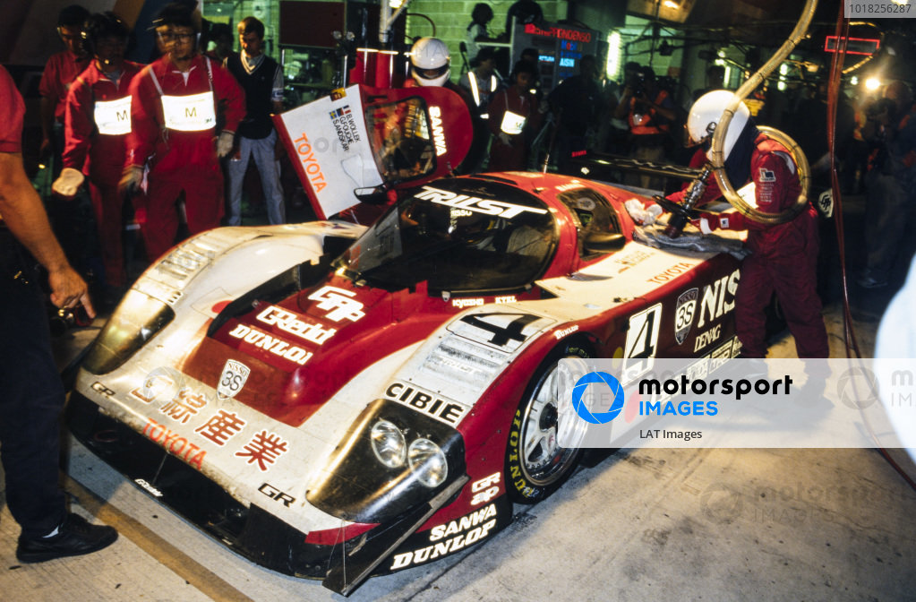 Steven Andskär / George Fouché / Bob Wollek, Nisso Trust Racing Team, Toyota 94C-V LM, makes a pitstop during the night.
