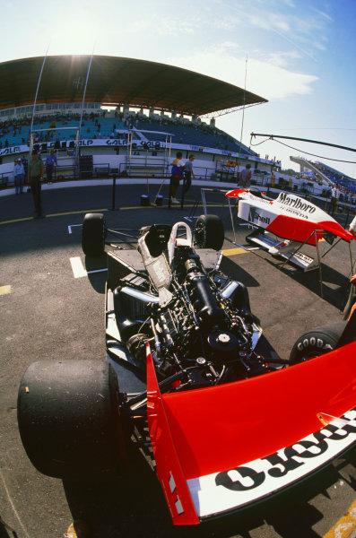 Estoril, Portugal.23-25 September 1988.McLaren MP4/4 Honda in the pits, detail.World Copyright: LAT Photographic.Ref:  88POR09
