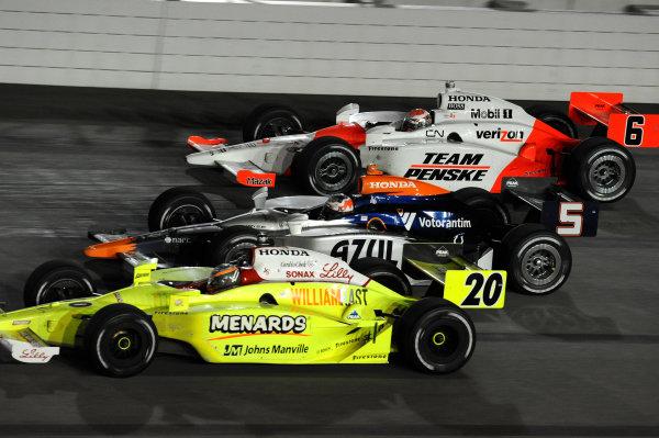 Race winner Ryan Briscoe (AUS) Team Penske works through the traffic. IndyCar Series, Rd15, Peak Anti Freeze 300, Chicagoland Speedway, Joliet, Illinois, USA, 29-30 August 2009.