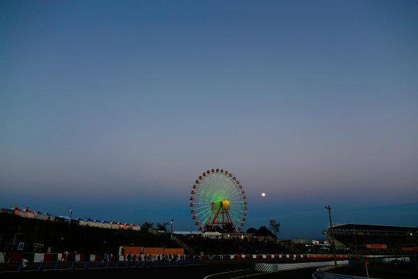 Suzuka Circuit, Suzuka, Japan.  Sunday 27 September 2015. The moon rises behind the Ferris Wheel after the race. World Copyright: Alastair Staley/LAT Photographic ref: Digital Image _R6T2753