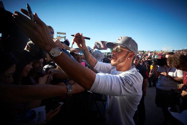 Circuit of the Americas, Austin Texas, USA. Saturday 22 October 2016. Lewis Hamilton, Mercedes AMG, signs autographs for fans. World Copyright: Steve Etherington/LAT Photographic ref: Digital Image SNE19828