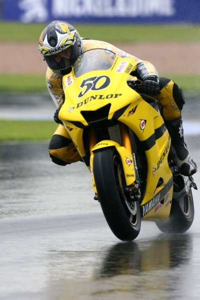 2007 Moto GP British Grand Prix.Donington Park, England.22nd-24th June 2007.Sylvain Guintoli (Dunlop Yamaha Tech 3, Yamaha YZR-M1) action.World Copyright: Kevin Wood/LAT Photographicref: Digital Image IMG_4672