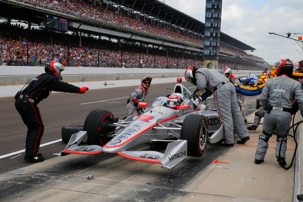 Verizon IndyCar Series Indianapolis 500 Race Indianapolis Motor Speedway, Indianapolis, IN USA Sunday 28 May 2017 Will Power, Team Penske Chevrolet makes a pit stop World Copyright: Russell LaBounty LAT Images