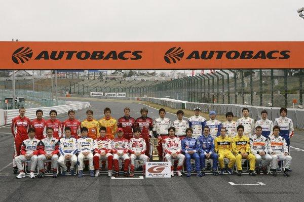 2006 Japanese Super GT ChampionshipSuzuka, Japan. 19th March 2006GT500 drivers - group photo.World Copyright: Yasushi Ishihara/LAT Photographicref: Digital Image2006SGT_R1_010 JPG(3 1MB)
