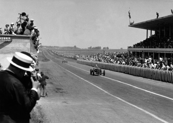 "1934 Marne Grand Prix Reims, France. 8 July 1934 Achille Varzi, Alfa Romeo Tipo-B ""P3"", leads Louis Chiron, Alfa Romeo Tipo-B ""P3"", at the end of the first lap, action World Copyright: Robert Fellowes/LAT PhotographicRef: 34REI02"