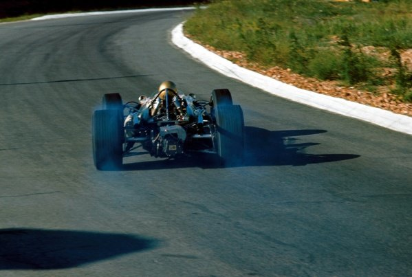 Jack Brabham (AUS) Brabham Repco BT20, smokes his rear tyres on the way to 6th place. Formula One World Championship, South African Grand Prix, Kyalami, South Africa. 2 January 1967. BEST IMAGE