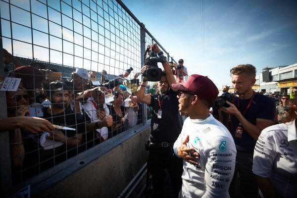 Circuit Gilles Villeneuve, Montreal, Canada. Sunday 11 June 2017. Lewis Hamilton, Mercedes AMG, meets fans and signs autographs. World Copyright: Steve Etherington/LAT Images ref: Digital Imagee SNE10752