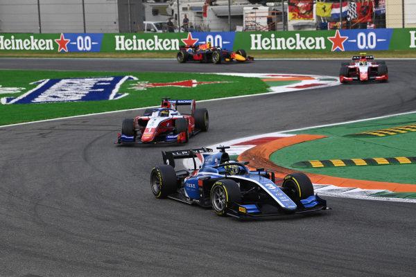 Guanyu Zhou (CHN, Uni-Virtuosi Racing), leads Robert Shwartzman (RUS, Prema Racing)