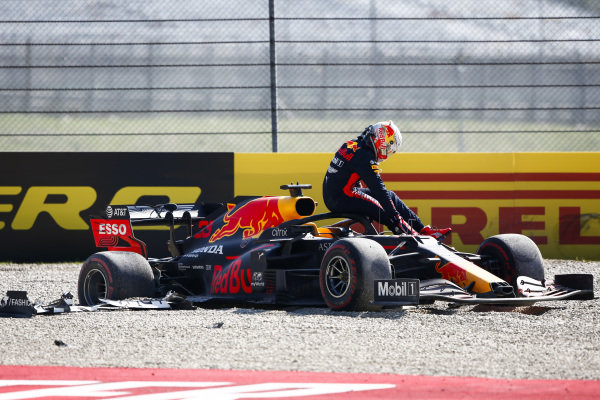 Max Verstappen, Red Bull Racing RB16 retires from the race