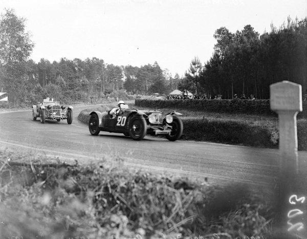 Reggie Tongue / Maurice Faulkner, M. R. E. Tongue, Aston Martin 1.5 Le Mans leads Earl Howe / Tim Rose-Richards, Alfa Romeo 8C 2300 LM.