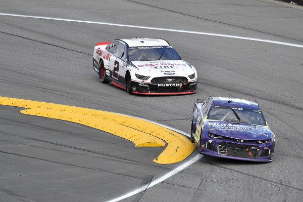 #51: Cody Ware, Petty Ware Racing, Chevrolet Camaro and #2: Brad Keselowski, Team Penske, Ford Mustang Discount Tire