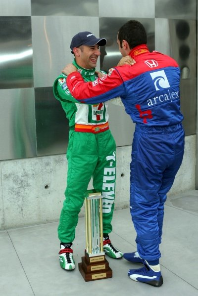 L-R: Tony Kanaan (BRA), Andretti Green Racing, won the pole for the 89th Indy 500 and is congratulated by Dario Franchitti (GBR).IRL IndyCar Series, Rd5, Indianapolis 500 MBNA Pole Day, Indianapolis Motor Speedway, Indianapolis, USA. 15 May 2005.DIGITAL IMAGE